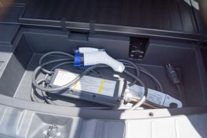 アウトランダーPHEVの普通充電用コード